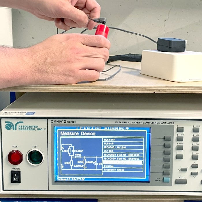 Leakage current and protective conductor current measurement