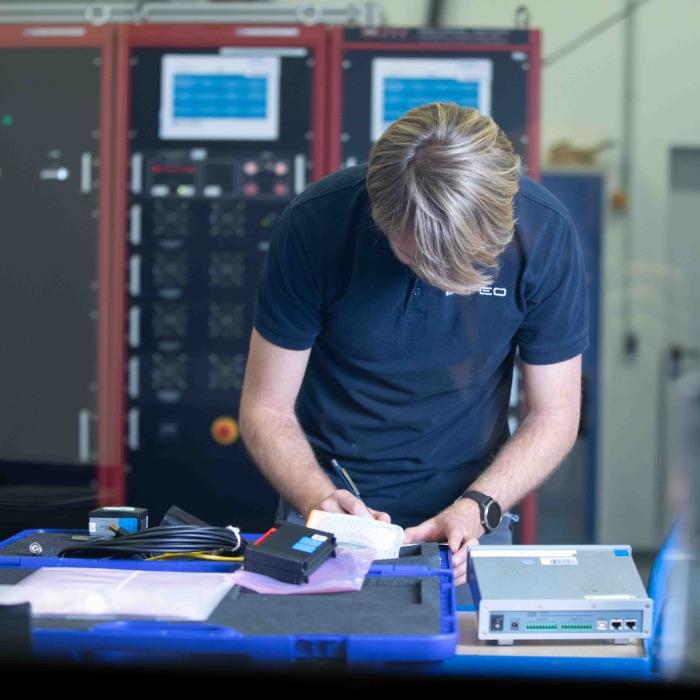 Wir können komplette Prüfprogramme abwickeln, z. B. für Baumusterprüfungen nach IEC 60945.
